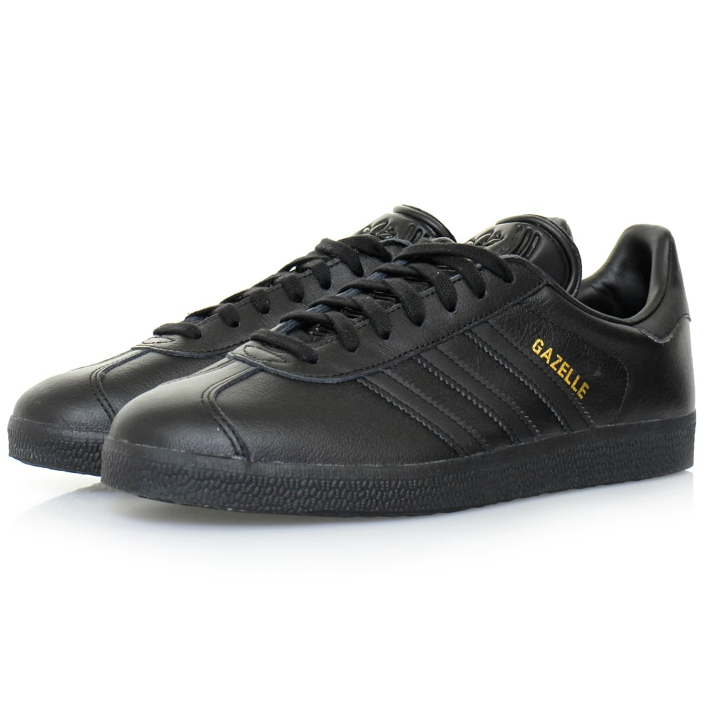 Browse the selection of adidas Originals Leather Trainers available at Stylight and choose the pair that best suit your personal style. adidas Originals Leather sneakers look wonderful when worn with classic tracksuit bottoms.