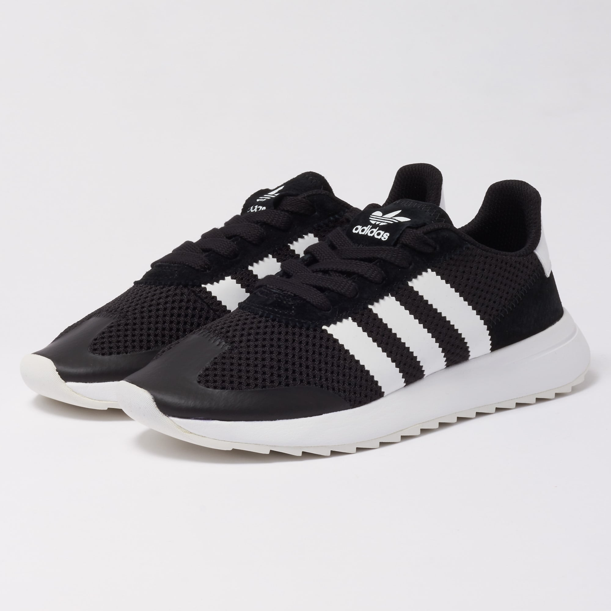 black and white adidas ladies trainers off 76% - www.usushimd.com