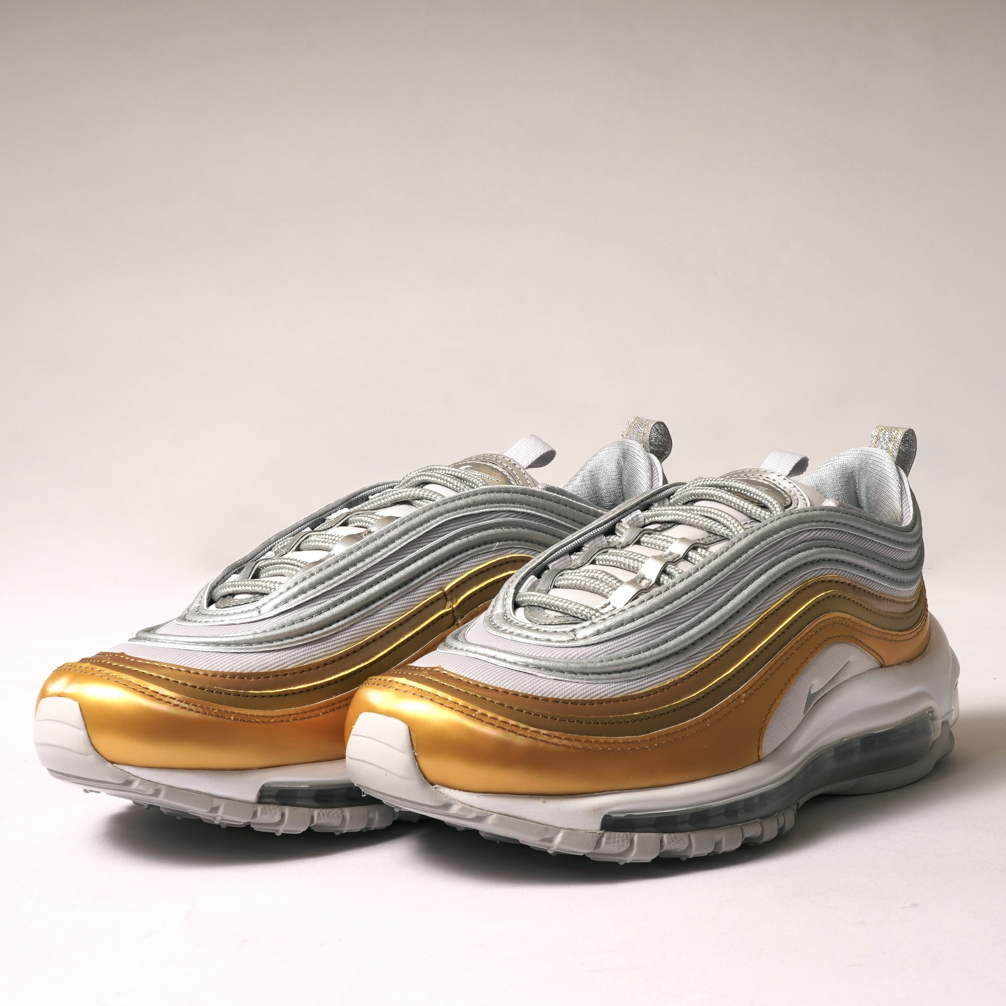 new product 814b6 31653 Air Max 97 SE - Grey, Silver, Gold  amp  ...