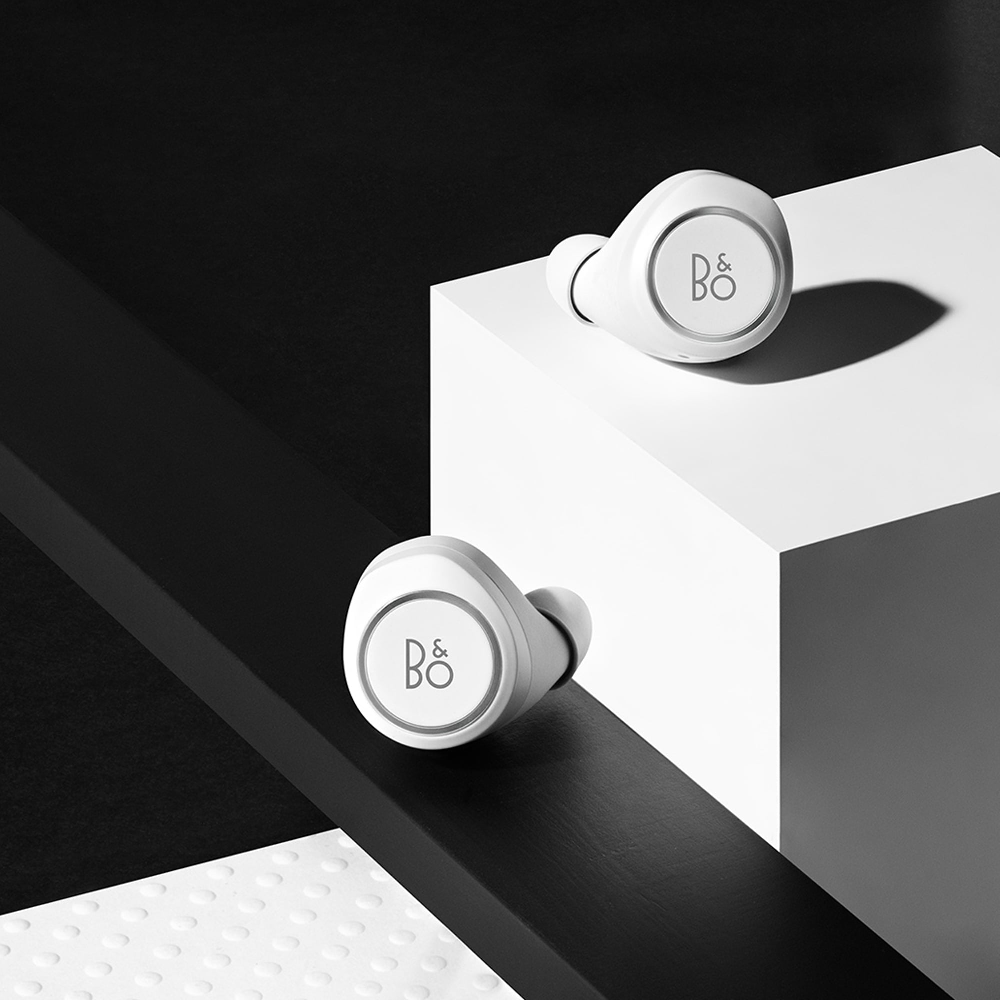 bang and olufsen e8 headset all white e8 truly wireless inear headphones beoplay bo1644132