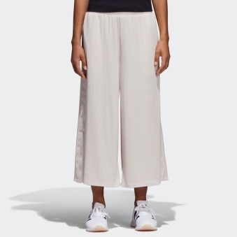 Linen Styling Compliments Ribbed Pants